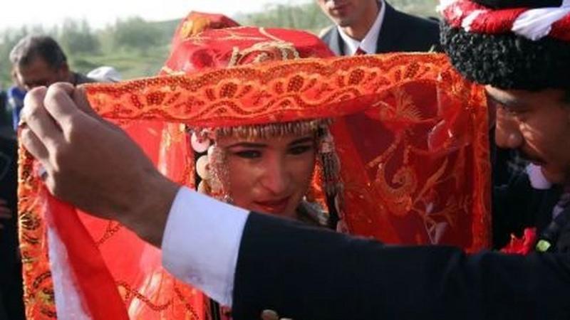 为什么土耳其的新娘也戴红盖头?的头图