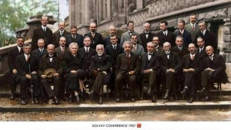 杨振宁先生和爱因斯坦属于同一个级别的科学家吗?