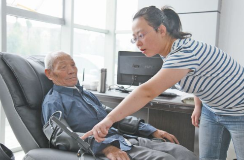 大家帮忙想想社区养老可以为老年人提供什么服务呢