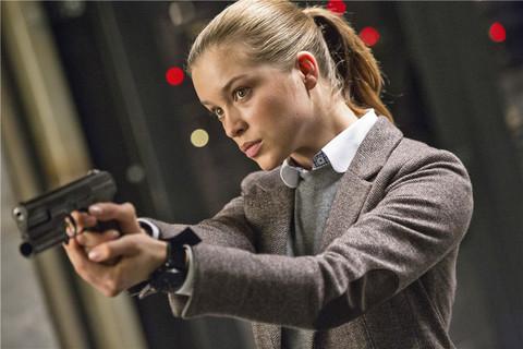 「2015间谍学校电影」求一部新的r级电影,男主和女主都是间谍,2015年新出的。不会在电影院上映所以网上搜不到,不过是