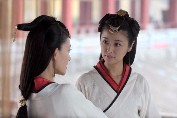 林心如如画,赵丽颖显孤独,女星撑伞的古装造型谁更美?