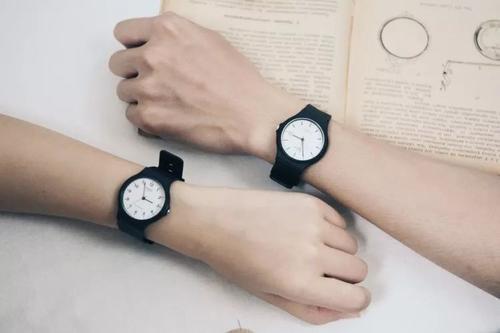 卡西欧机械手表:卡西欧的手表怎么选呀,功能强大一点的系列太多了,帮帮忙?