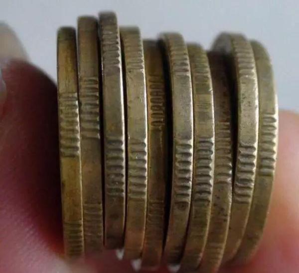 为什么硬币边会有锯齿?