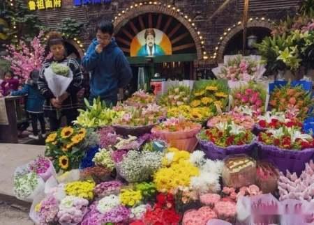 """就地过年,可以在重庆""""拈花惹草""""吗?"""