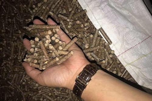 """在农村里有收购""""玉米芯""""的商贩,据说一年能赚20多万,他们收来有什么用?"""