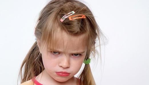 小孩不爱和别的小朋友一起玩怎么办(2岁宝宝不爱一起玩,玩具不分享他人很小气,该怎么办?)