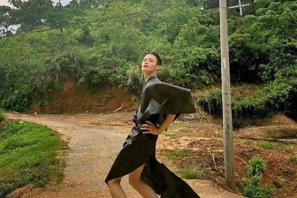 """中国""""乡村超模""""时尚走秀,网友对此评价如何?"""