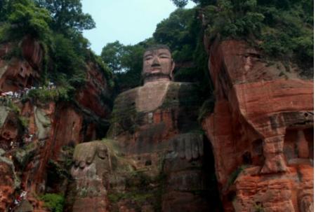 六年收费十四亿的乐山大佛,为何胸口却突然开裂,是不是佛祖生气了?