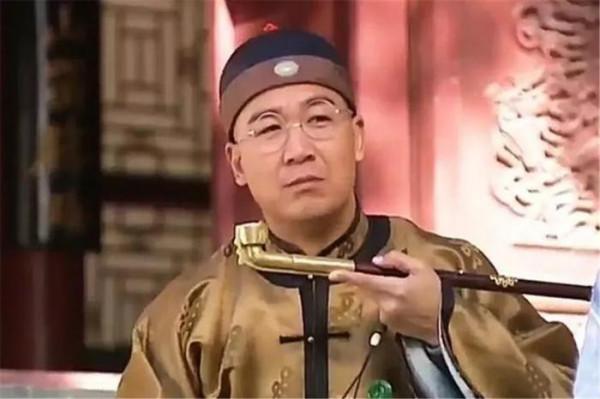 嘉庆一掌权就赐死和珅,那么同朝为官的刘墉、纪晓岚都受到怎样待遇?
