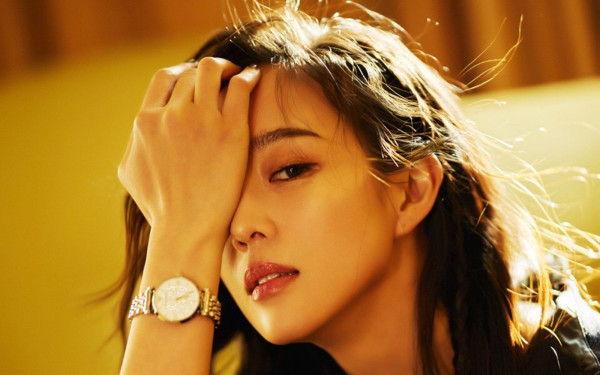她曾与赵又廷同居4年,赵又廷高圆圆结婚后,她成大众女神,她到底是谁?