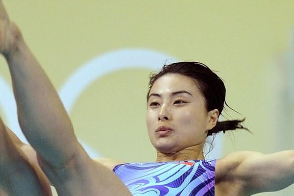 郭晶晶嫁入香港豪门后,如今的生活现状是怎样的?