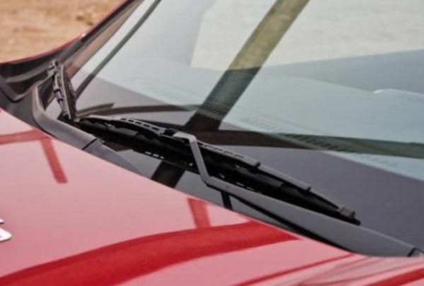 雨刮器刮玻璃的时候为什么有呱呱的响声?