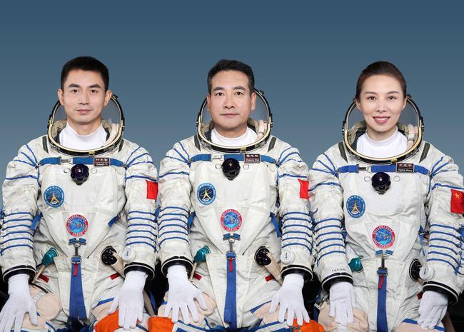 神舟十三号女航天员王亚平在太空待6个月,生理问题该如何解决?