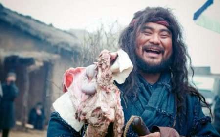 民间故事:屠夫要杀猪给儿子办周岁宴,却被猪缴了夺命刀