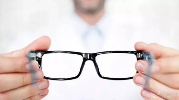 眼镜价格差异这么大,该怎么配?