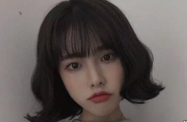 头发蓬松适合留什么发型?