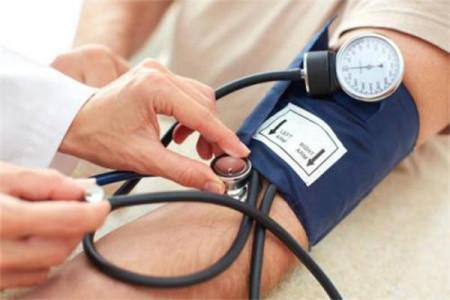 降血压喝对茶,打开降压开关,哪几种药饮最有效?