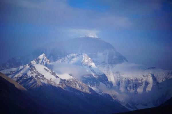 我国只占有珠峰的一半,为什么外界公认珠峰属于我们中国?