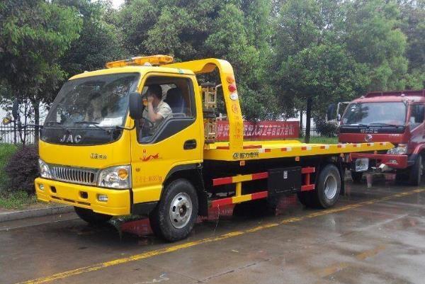 道路救援拖车多少钱