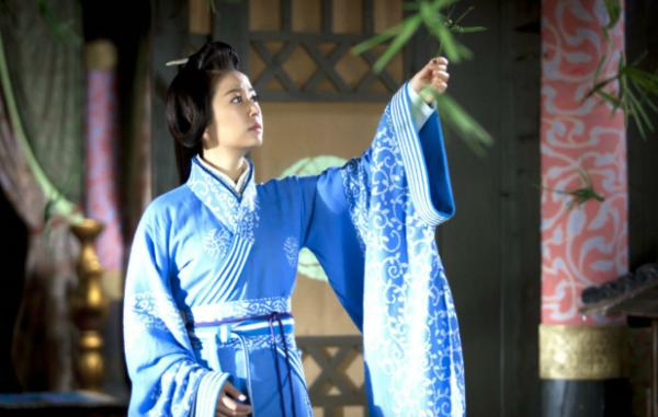 婕妤才貌兼备,又得汉成帝专宠,为何会输给市井长大的赵飞燕?