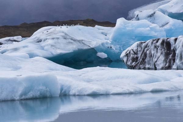 格陵兰冰川再现崩塌,导致冰川崩塌的原因是什么?