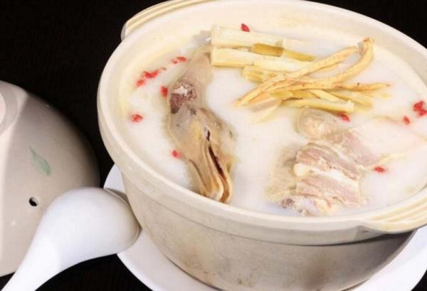 鸭子和什么煮汤?