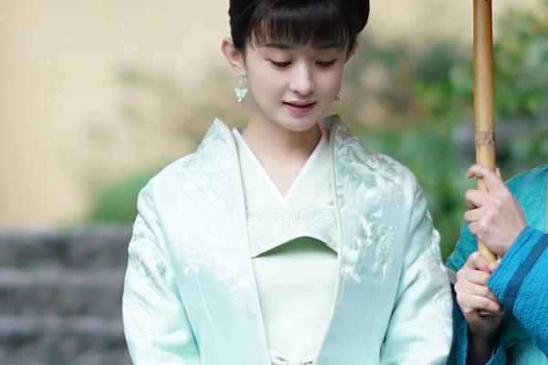 赵丽颖产后首次现身着装时尚,明星都有哪些不为人知的保养手段?