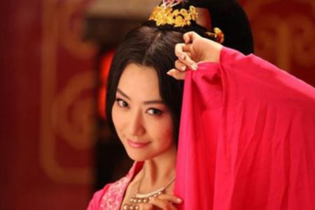 史上最美的皇后,为何被好几个君王疯抢几十年,五十岁时迷倒李世民?