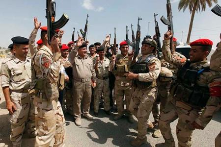 萨达姆被执行绞刑时,伊拉克人欢欣鼓舞,葬礼上为何又是万人送行?
