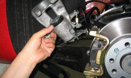 刹车油多久换一次?