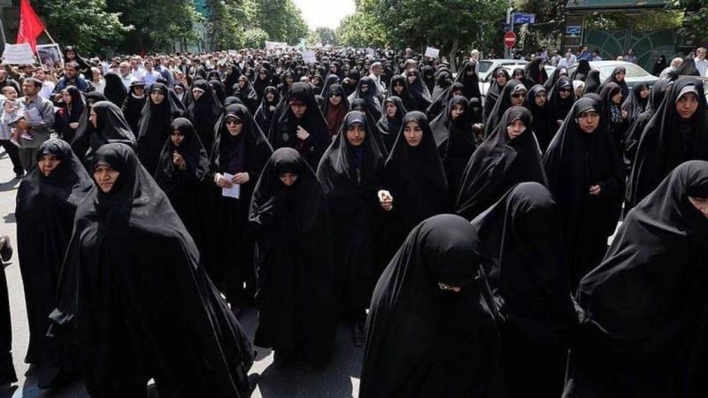 誰把伊朗變成了神權國家?