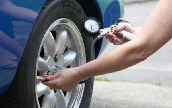 汽车轮胎气压标准多少合适省油?