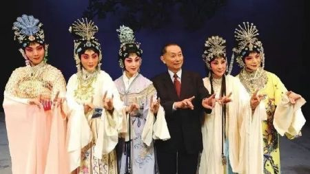 為什么京劇表演愛用男旦?