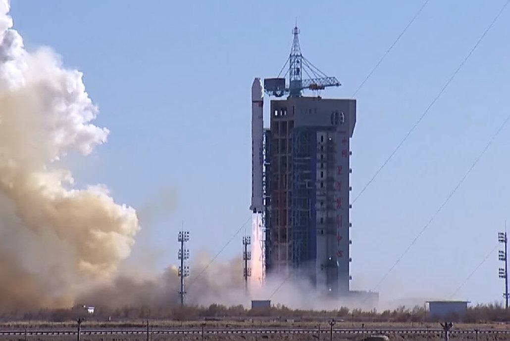 中国一卫星解体原因查明,美国专家:俄罗斯火箭撞的,怎么回事?