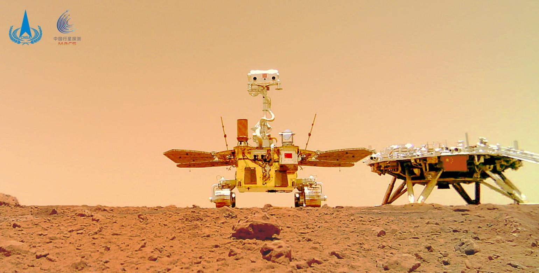 """祝融号传回新火星图,为何岩石上有像""""霉菌""""的东西,是真的吗?"""