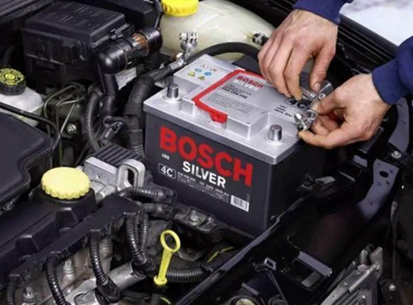 汽车熄火前,忘记哪些动作会有损于电瓶?