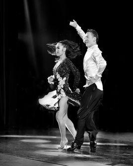 男女搭配一起跳舞的舞蹈叫什么舞