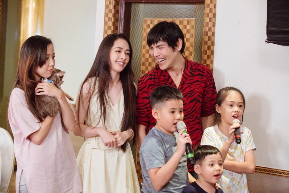 《我家小两口》中向佐赴郭碧婷家宴,你喜欢郭碧婷两个妹妹的颜值吗?