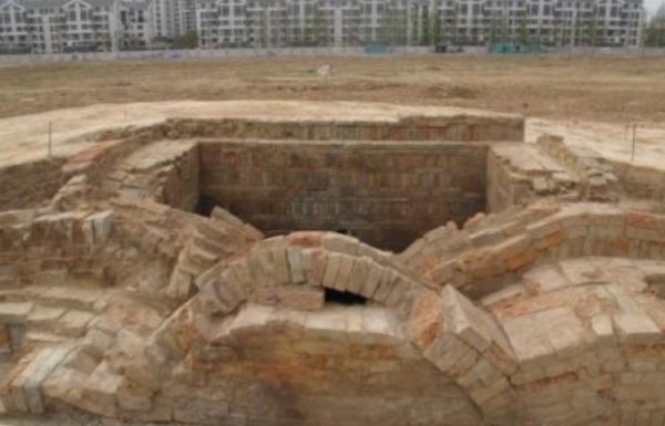 「古代皇帝墓找不到」古代皇帝的陵墓为什么都在地底下,他们都有立碑吗?