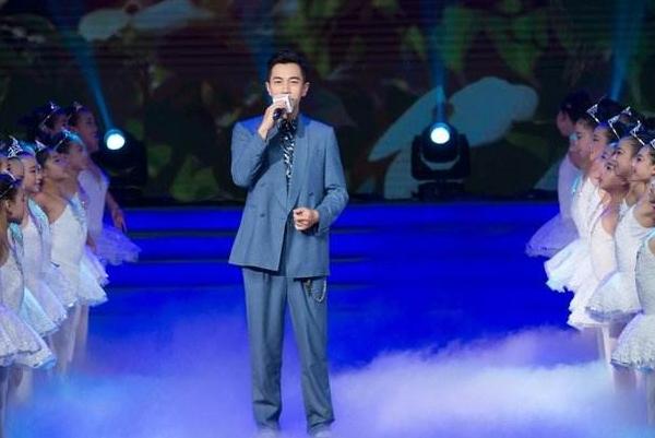 刘恺威小糯米合唱尽显父爱,为何还有那么多的人对刘恺威的行为指指点点?