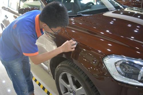 车漆如果有划痕怎么处理,具体需要哪些步骤和多少钱?