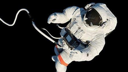 如果宇航员在太空行走时彻底脱离了飞船,会怎么样?的头图