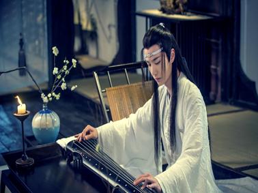 王一博曾经两次写错游玩的游字,明星是否也要重视自身的文化水平?