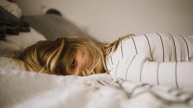 """躲得过病毒秒杀,却陷入慢性自杀:""""睡商""""低的人,永远身心疲惫"""