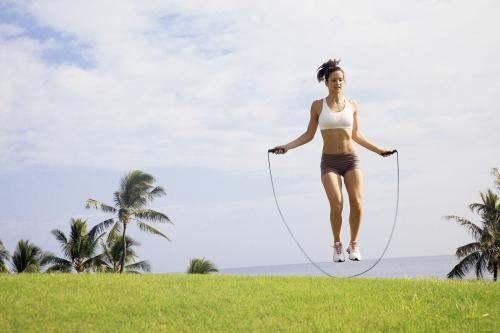 减肥跳绳每天跳几个,跳绳减肥要跳多少才有效.一周跳几次?