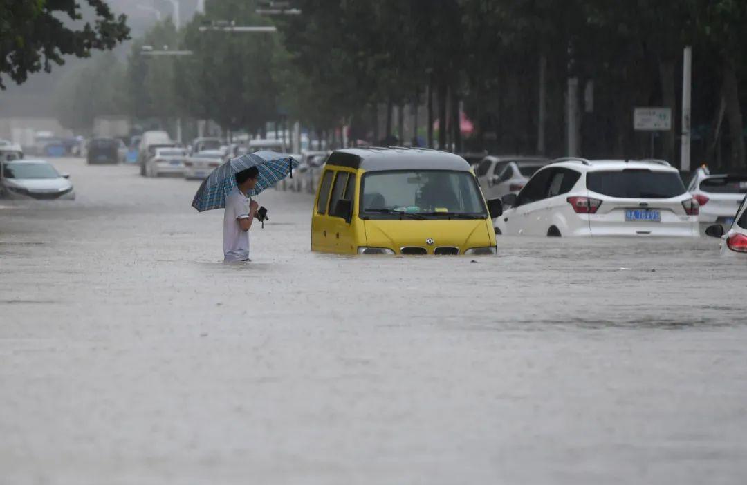 洪灾如何自救?亲历菲特:有人家中排水被电死,有人步行掉河中