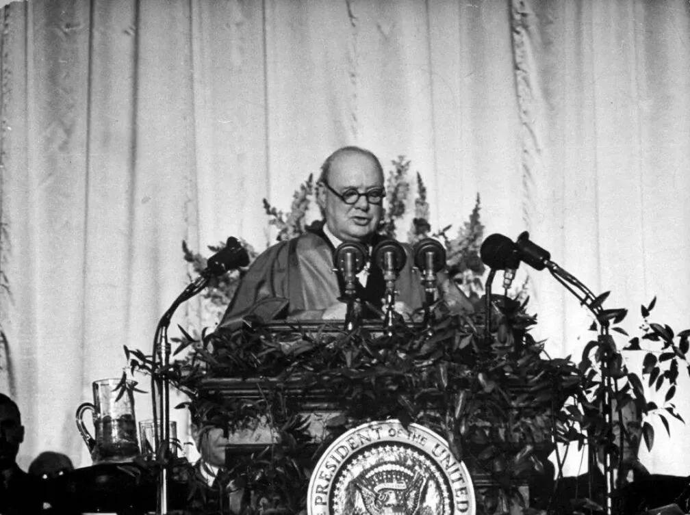 二战中伤亡近2700万人,斯大林在战后凭什么敢向美国叫板?