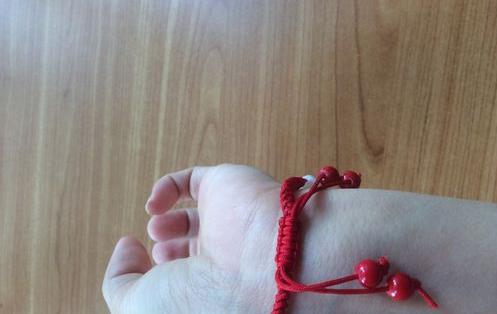 红绳项链结尾编法是怎么样的