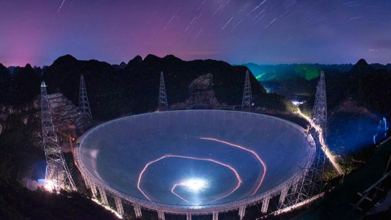 中国天眼探测到30亿光年外的重复信号,那会是什么?