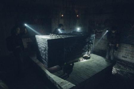 9岁小女孩的墓,堆满奇珍异宝,棺椁上写了什么,吓坏了考古专家?